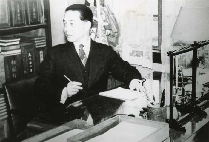 Photographed in the second-floor study at Nanjing home at 34, Yihe Road, 1940-1943