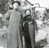 Wang Jingwei and Chen Bijun in front of Nanjing home, 1937