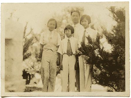 Wang Jingwei and his daughters, ca. 1932