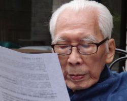 Ho Mang Hang reviewing the texts for the Wang Jingwei website