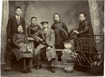 陳璧君與暗殺小組成員汪精衛,曾醒,黎仲實,陳璧君,方君瑛及母親衛月朗攝於1911年