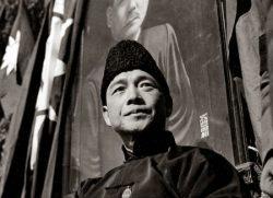 Wang Jingwei in front of a portrait of Sun Yat-sen