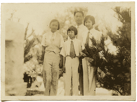 Wang Jingwei and his daughters, ca. 1932