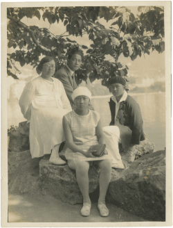 Wang Jingwei with Chen Bijun, Wang Wenying and Wang Wenxing at Lake Lausanne before returning to China, September 1929