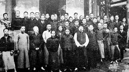 "Wang Jingwei with members of Nanshe (""Southern Society"")"